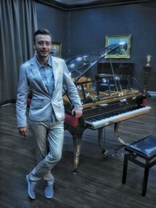 Maxim Eberle - Pianist / Keyboardist