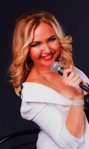 Karolina Kamynina - Female Singer
