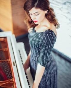 Elina - Pianist / Singer