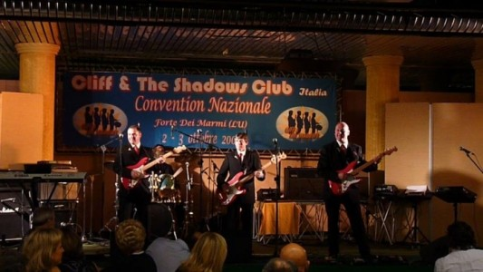 The Runaways - The Shadows Tribute Band