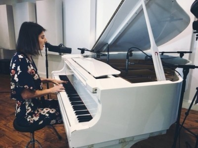 LORA MUSIC - Pianist / Singer