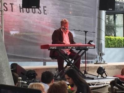Tony nicholls - Pianist / Keyboardist