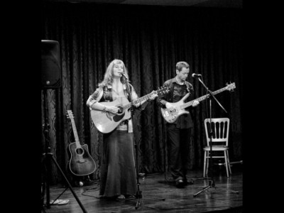 Catherine Ashby - Acoustic Guitarist / Vocalist