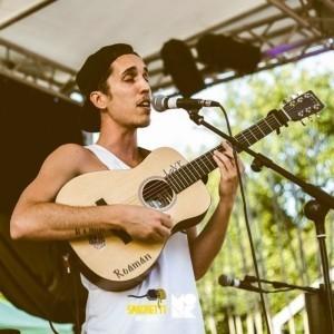 Roaman - Guitar Singer