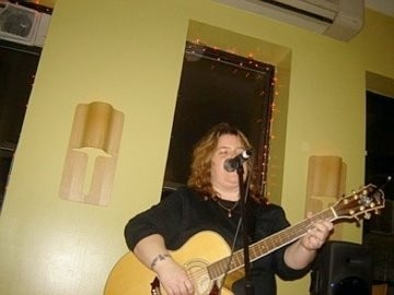 Chris DeVito - Acoustic Guitarist / Vocalist