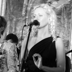 Steffi Russell - Female Singer