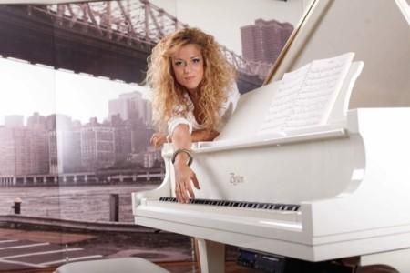 Nancy - Pianist / Singer