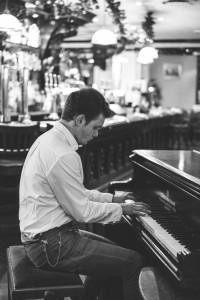 Max Stephen Gregory - Pianist / Keyboardist