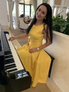 Elena Lenochka - Pianist / Keyboardist