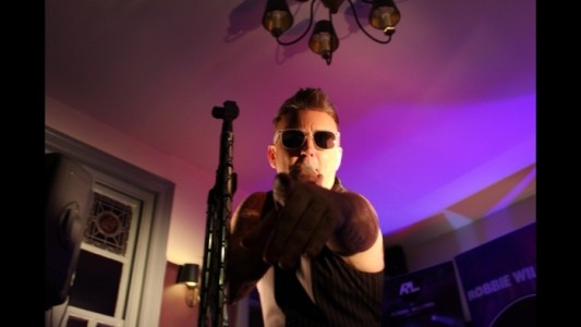 Robbie Lewis - Male Singer