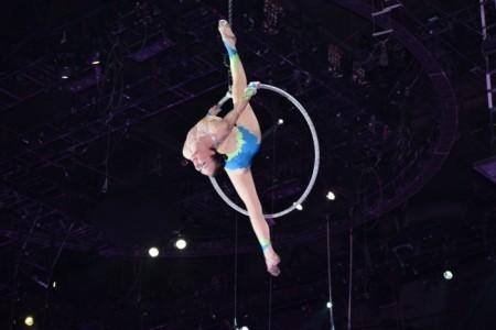 Olga - Aerialist / Acrobat