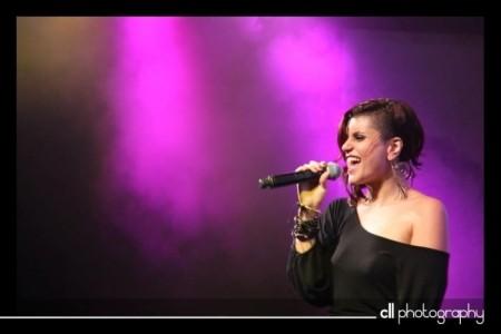 Sara Louise - Female Singer