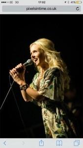 Laura Evans  - Female Singer
