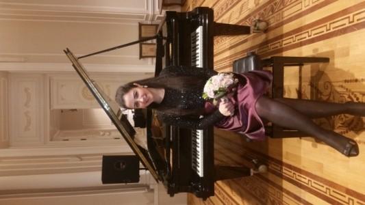 Sabina Eminova Pearl - Pianist / Keyboardist