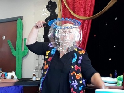 Daffy Dill Entertainment (DeeDee's Incredibubbles) - Bubble Performer