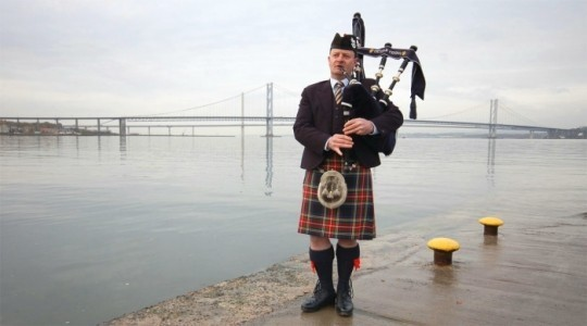 Thistle Piping Central Scotland - Bagpiper