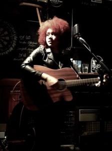 Taylor-Louise - Guitar Singer