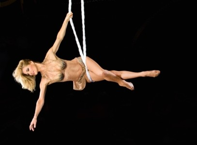 Singer with comic audience improv and aerial solo - Aerialist / Acrobat