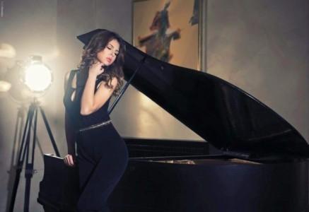 Andreea Olariu - Female Singer