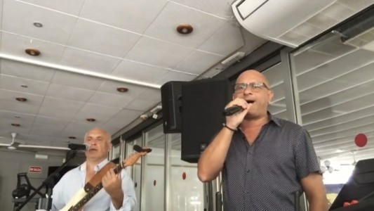 Frank and Karlos duo - Male Singer