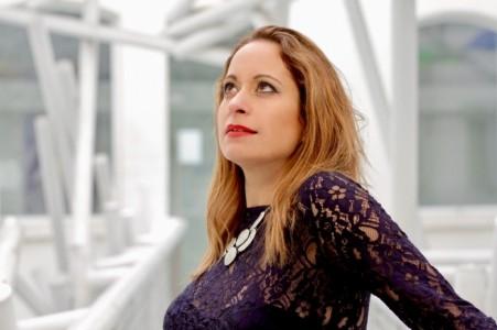 Suzana - Female Singer
