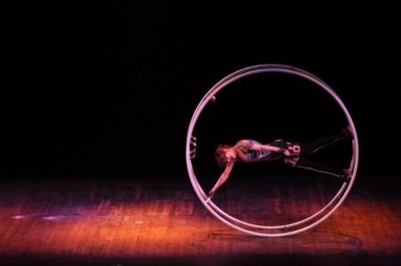 Carly Schuna - Aerialist / Acrobat