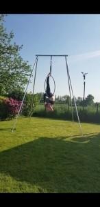 Hannah Jayne Miles - Aerialist / Acrobat
