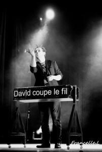 David coupe le fil - Close-up Magician