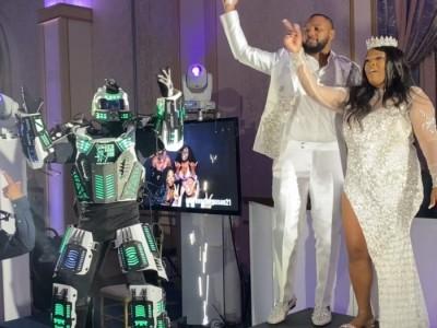 LED ROBOTS CO2, LASER SHOW, MIRROR SHOW & MEGA ROBOT on stilts - Costumed Character