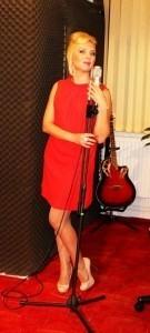 JUNE ANDA - Female Singer
