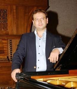 Mikael Bulcom  - Pianist / Keyboardist