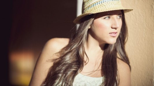 Melody Jonethis - Female Singer