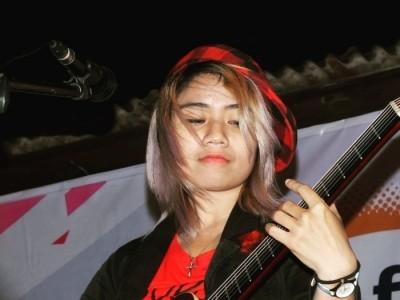 Jean Anderson - Acoustic Guitarist / Vocalist