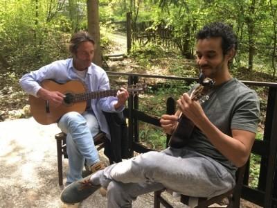 Moyo - Acoustic Guitarist / Vocalist