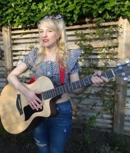 Phoebe - Guitar Singer
