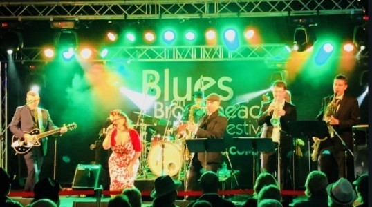 Dezzie D and the Stingrayz - Swing Band