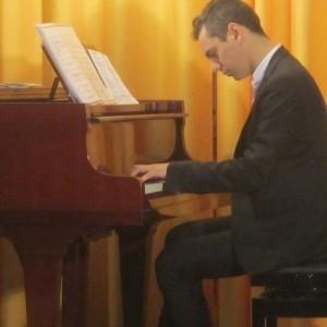 Jin - Pianist / Keyboardist