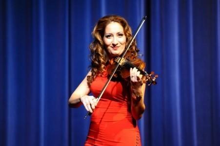 Bernadett - Violinist