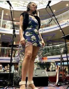Lee-Anne - Acoustic Guitarist / Vocalist