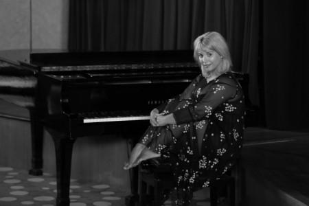 Aleksandra - Pianist / Keyboardist