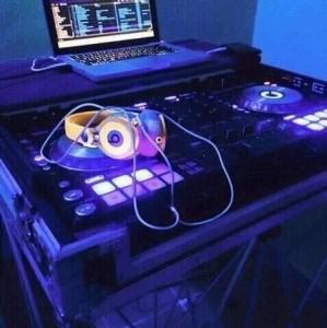 Dj zarous - Nightclub DJ