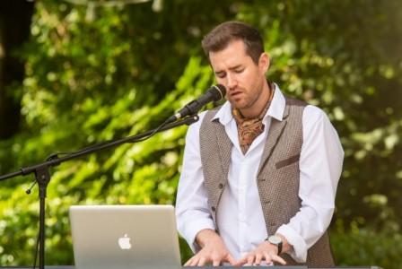Daniel Conway - Pianist / Singer