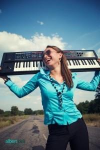 Singer, Pianist Emma - Female Singer