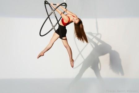 Leanne Thompson - Aerialist / Acrobat