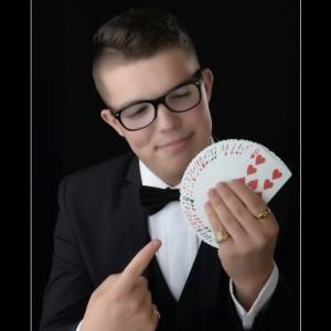 Laylo - Comedy Cabaret Magician