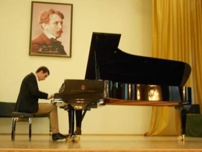 Professional Pianist - Pianist / Keyboardist