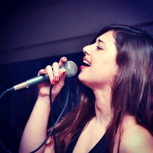 Sia Kagia - Female Singer