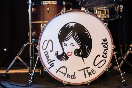 SANDY AND THE SECRETS - 60s Tribute Band