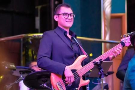 Alonso López - Bass Guitarist