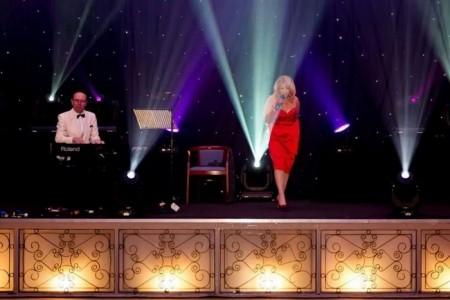 Lynne Fox - Pianist / Singer